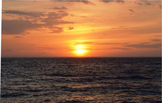 This image has an empty alt attribute; its file name is cm-sunset.jpeg